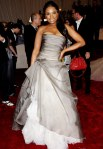 Jennifer Hudson in a smokey organza straplessVera Wang gown with jewelry by Fred Leighton