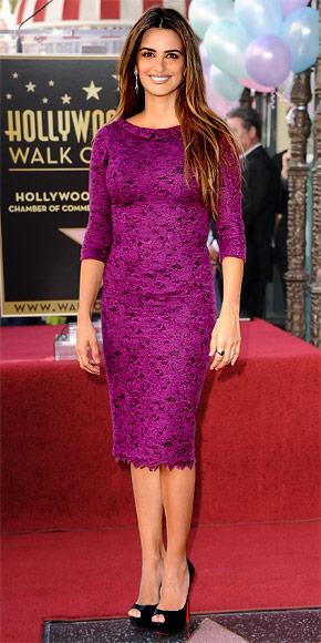 17a3b97dbbb4 Penelope Cruz in a plum lace L Wren Scott dress with Chopard ...