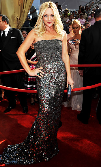 Jane Krawkowski in a silver glittered Kaufmanfanco sequin ombre gown with Lorraine Schwartz jewelry & a Judith Leiber clutch.