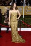 Jennifer Garner in a gold strapless Oscar de la Renta column gown