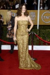 Jennifer Garner in a gold strapless Oscar de la Renta column gown