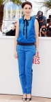 Berenice Bejo in a bright blue Louis Vuitton two-piece suit with cap-toe embellished heels.