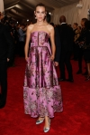 Alexa Chung in a pink embroidered strapless dress at the 2015 Met Gala. 01.