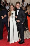 Eddie Redmaybe & Hanna Bagshawe at the 2015 Met Gala. 01.