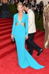 Elizabeth Banks in a turquoise cut-out long sleeve gown by Michael Kors at the 2015 Met Gala. 01.