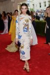 Emily Ratajkowski in an Asian-inspired custom topshop dress at the 2015 Met Gala. 01.
