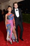 FKA Twigs in a graphic designed dress by Christopher Kane & Robert Pattinson at the 2015 Met Gala. 01.