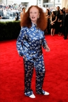 Grace Coddington in a silk embroidered set at the 2015 Met Gala. 01.