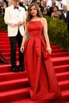 Hailee Steinfeld in a red gown by Michael Kors with a matching box clutch at the 2015 Met Gala. 01.