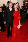 Helen Mirren in a red lace Dolce & Gabbana dress & Taylor Hackford at the 2015 Met Gala. 01.