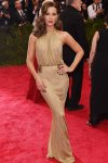 Kate Beckinsale in a gold gown by Diane con Furstenberg at the 2015 Met Gala. 01.
