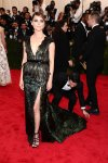 Keri Russel in a deep-v custom Altuzarra gown with emerald & blue feathers at the 2015 Met Gala. 01.