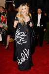 Madonna in a black & white graffiti designed column dress by Moschino by Jeremy Scott at the 2015 Met Gala. 01.