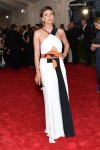 Maggie Gyllenhaal in a black & white Grecian Roland Mouret design at the 2015 Met Gala. 01.