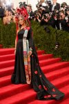 Sarah Jessica Parker in her own design collabrated with H&M, a statement Philip Treacy headpiece, Fred Leighton jewels, & SJP Collection shoes at the 2015 Met Gala. 01.